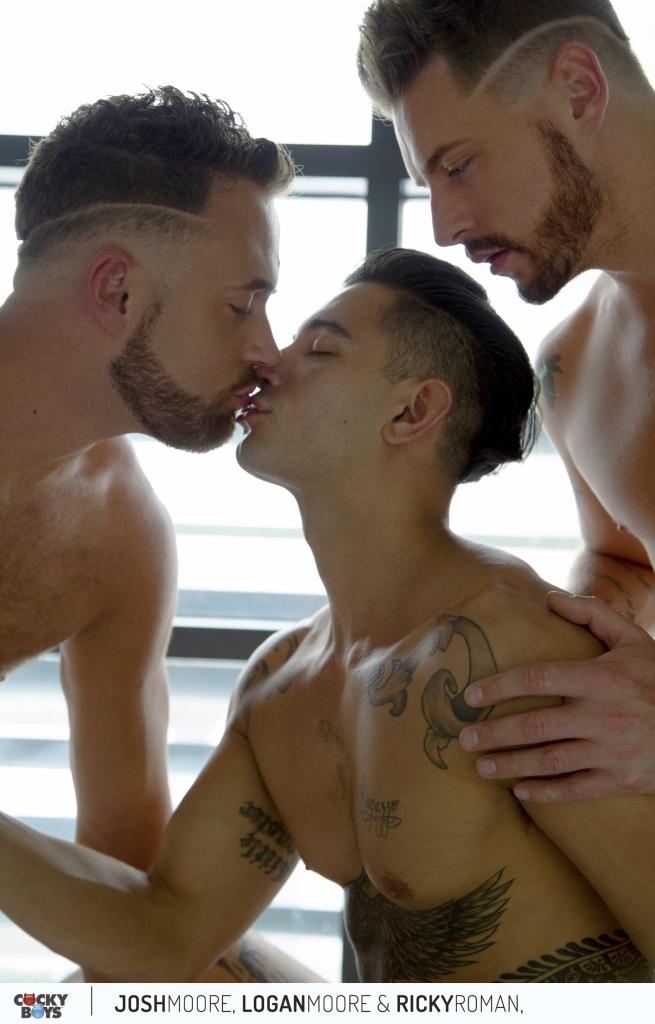 double-penetration-gay-couple-02